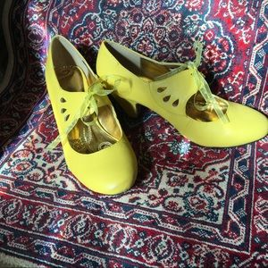 Cheery yellow heels with ribbon size 8